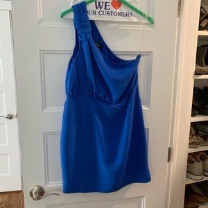 Perfect dress for a party or wedding guest!
